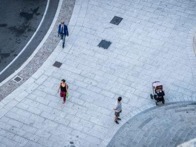 osoby na ulicy po pracy